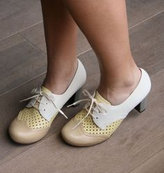 These are adorable! Ones like these would be cool. BANDERA CREAM :: SHOES :: CHIE MIHARA SHOP ONLINE