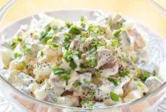 Sałatka wielkanocna / jajka, ogórki konserwowe, szynkę kroimy, doprawiamy majonezem i chrzanem, dekorujemy szczypiorkiem i sałatka gotowa!