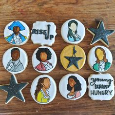 Here are some Hamilton cookies I just finished! Color varies slightly in person. Iced Cookies, Sugar Cookies, Vegetarian Breakfast, Vegetarian Recipes, Vegan Wedding Cake, Wedding Cakes, Hamilton Cakes, Vegetable Protein, Healthy Cake