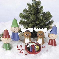 christmas crafts mini clay pots...be cute to make a nativity scene with these.