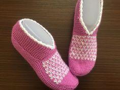 2019 Der Neuen : 2 naadloze Easy Sock laarsjes met U-shaped Knit Making - bruidsschat . Knitting Socks, Baby Knitting, Knitted Hats, Crochet Baby Shoes, Crochet Slippers, Tunisian Crochet, Knit Crochet, Baby Sneakers, Knitting Videos