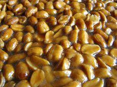 Tarte de amendoim by a galinha maria, via Flickr