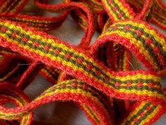 Inkle loom weaving band