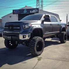 2014 toyota tundra lifted | 2014-toyota-tundra-lifted-fender-flares
