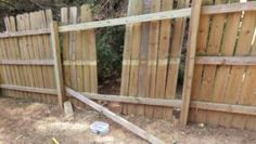 Fixing a Wood Fence Fence Slats, Fencing, Backyard Fences, Backyard Ideas, Outside Games, Diy House Projects, Patio, Wood, Middle