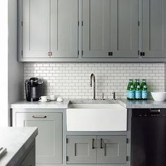 Uplifting Kitchen Remodeling Choosing Your New Kitchen Cabinets Ideas. Delightful Kitchen Remodeling Choosing Your New Kitchen Cabinets Ideas. Grey Cupboards, Grey Kitchen Cabinets, Kitchen Cabinet Design, Kitchen Redo, Kitchen Countertops, New Kitchen, Kitchen White, Kitchen Backsplash, Backsplash Ideas