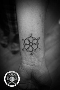 Home – Triple-J Energy Tattoo – Tattoostudio Mondsee Fine Line Tattoos, Cool Tattoos, Tattoo Studio, Energy Tattoo, Triple J, Give Peace A Chance, Dot Work Tattoo, Flower Of Life, Mandala Tattoo