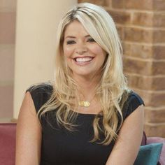 Holly Willoughby can do no wrong! She is pictured here wearing the premium gold two coin necklace.  http://www.lilywho.ie/brands/jewellery-brands/sparkling-jewellery/premium-two-coin-gold.html