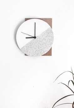 14 creative DIY interior wall clock that look awesome and wonderfull made of various material with less budget and less effort too. Diy Design, Beton Design, Design Ideas, Diy Interior, Classic Interior, Interior Design, Mur Diy, Diy Clock, Clock Ideas