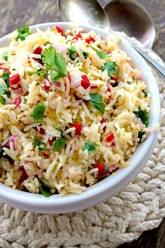 Lemon Rice Salad can be converted from a side salad to an easy dinner by simply adding cooked chicken to this already delicious dish. Rice Side Dishes, Vegetable Side Dishes, Tasty Dishes, Food Dishes, Vegetarian Rice Dishes, Paella, Rice Salad Recipes, Recipe For Rice Salad, Cooking Recipes