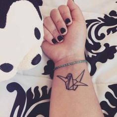 Cute Small Feminine Tattoos for Women 2020 – Tiny Meaningful Tattoos. Tattoos are being really popular among women. Small Tattoos Men, Small Feminine Tattoos, Unique Tattoos For Women, Cute Tattoos On Wrist, Beautiful Small Tattoos, Wrist Tattoos For Guys, Subtle Tattoos, Mini Tattoos, Tattoo Small