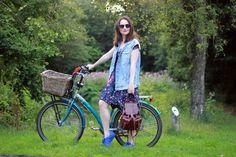 girl on a bike, fashion blogger