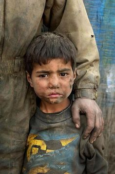 Some really strong recent portraiture in Afghanistan by Steve McCurry Steve Mccurry, Kids Around The World, We Are The World, People Around The World, John Kennedy, Leiden, Poverty And Hunger, Human Settlement, Bless The Child