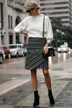 Fashion Jackson White Sweater Black and White Jacquard Skirt Black Ankle Booties Chloe Faye Handbag 2 Sweater Skirt, Sweater Outfits, Skirt Outfits, Fall Skirts, Mini Skirts, Fashion Jackson, Black Ankle Booties, White Sweaters, Street Style Women