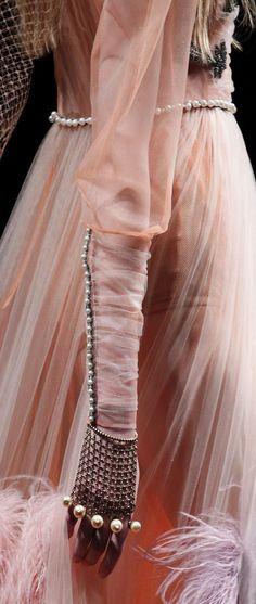 Powdery pink look at #Gucci.