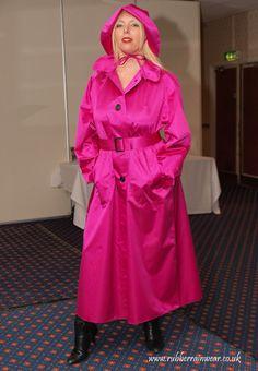What a beautiful mackintosh - can just imagine the rustle of the rubberized satin. Raincoats For Women, Outerwear Women, Rain Fashion, Women's Fashion, Best Rain Jacket, Rubber Raincoats, Leder Outfits, Dog Raincoat, Weather Wear