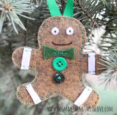 gingerbread Christmas ornaments--made from felt and with a free template.  Make a unique one for each member of the family.  How cute!!!!