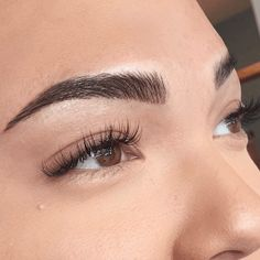 Eyebrow Microblading or eyebrow embroidery is an art that helps a client get full, perfectly shaped and lush thick eyebrows without too much effort. Tattoed Eyebrows, Mircoblading Eyebrows, Arched Eyebrows, Permanent Makeup Eyebrows, Thick Eyebrows, Perfect Eyebrows, Eyebrow Makeup, Eyeliner, Makeup Eyes