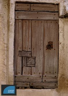 Risultati immagini per puertas+belenes Nativity Stable, Diy Room Divider, Beaded Christmas Ornaments, Roof Tiles, Fairy Doors, Entrance Gates, Old Doors, Holy Night, Miniature Houses