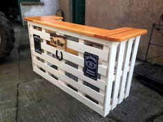 white-painted-pallet-bar-with-orange-top.jpg 960×720 pixels