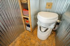 What is a composting toilet? How does it work? What are the advantages in a tiny house? This article answers these questions, with photographs!