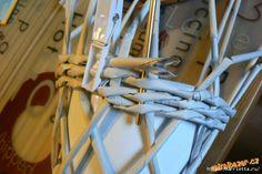 Плетение из газет. Винтажное кашпо из газетных трубочек. Идеи и мастер-класс (23) (600x401, 133Kb)