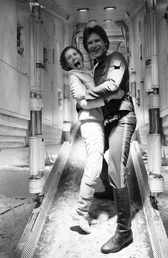 Leia (Carrie Fisher) and Han (Harrison Ford) share a laugh! - Peter Mayhew (Chewbacca) has posted a collection of behind-the-scenes photos from the filming of the first three Star Wars films. Star Wars Film, Han Star Wars, Star Trek, Star Wars Cast, Chewbacca, Princesa Leia, Cinema Tv, I Love Cinema, Star Wars Love