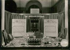 Ausstellung- Der elektrische Kochherd um 1920 1920, Turntable, Cooking Stove, Record Player