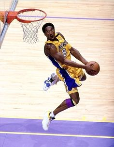 101 Kobe Bryant Style, Fashion & Looks - Fazhion Kobe Bryant 8, Kobe Bryant Family, Lakers Kobe Bryant, Young Kobe Bryant, Mvp Basketball, Michael Jordan Basketball, Basketball Legends, Football, Slam Dunk