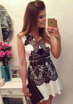 White Flowers Lace Draped V-neck Sleeveless Chiffon Dress