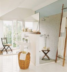 This open-bathroom idea looks great and refreshing. The bathroom features a big rainfall shower head that's noteworthy. The floors are painted white White Painted Wood Floors, Open Baths, Open Bathroom, Bathroom Doors, Washroom, Open Showers, Home Decoracion, Bath Design, Design Design