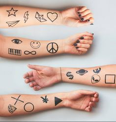 Basic Line pack by Tattoonie Premium Temporary Tattoos. This set contains 20 tattoos. #tattoforaweek #tattoonie #temporarytattoo #faketattoo #basic #line #tattoo #smiley #peace #star #heart #alien