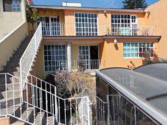 Vive en excelente propiedad estilo colonial conacabados de lujo. Cuenta con 300…