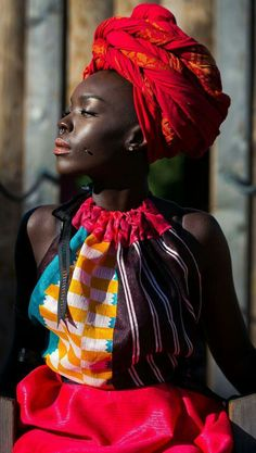 Noir Stunner in Red Gele