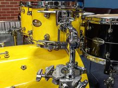 Oh my giddy uncle! More info and pics to come but family duties called so this is as far as I got. The Marbled Yellow looks phenomenal even better than I had hoped and she sounds ridiculous straight out of the box the kick is crazy! Oh and that 14x8 Hybrid Exotic is next level too! We have lots to talk about... Stay tuned! #newdrumday @pearl_drums #pearldrums #masterworks #drums #drumming #drumgear #drumporn #remo #audw2016 by stanbicknell