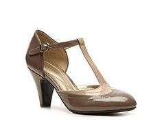 Naturalizer Betty Pump 7.5 comfy for heels, also black