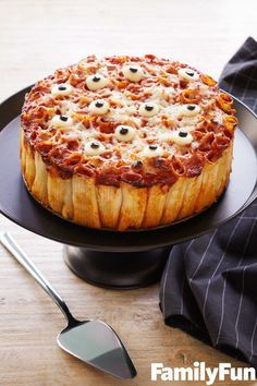 Spooky Fun Halloween Foods for Kids. Try this spooky pasta pie courtesy of Family Fun. dinner recipes pasta Spooky Fun Halloween Foods for Kids Halloween Desserts, Comida De Halloween Ideas, Pasteles Halloween, Bolo Halloween, Hallowen Food, Halloween Eyeballs, Halloween Appetizers, Halloween Food For Party, Spooky Halloween