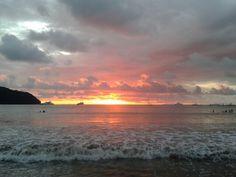 Atardecer en Playa Herradura, Puntarenas, Costa Rica