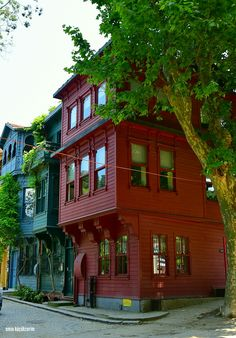 İstanbul evleri Kuzguncuk My Dream, Traditional, Mansions, Architecture, House Styles, Buildings, Travel, Inspiration, Projects