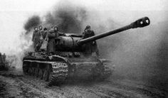Heavy tank Josif Stalin 2  ridden by some infantrymen