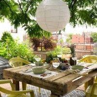 Terras en tuintafel van pallets om zelf te maken.