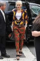 Another stunning look from celebrities. Gwen Stefani in African Print clothes, unbeatable.