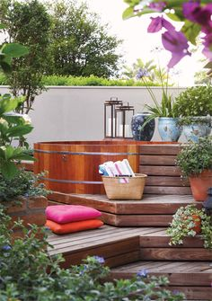 Ideas for our new jacuzzi area :-D Outdoor Life, Outdoor Rooms, Outdoor Living, Outdoor Furniture Sets, Outdoor Decor, Piscina Intex, Gazebos, Hot Tub Deck, Jacuzzi Outdoor