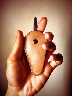 Leather keys holder by OMSR project.