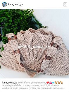 au crochet un sac en écailles zig zag - La Grenouille Tricote, Beau Crochet, Free Crochet Bag, Crochet Tote, Crochet Handbags, Crochet Purses, Crochet Baby, Modern Crochet Patterns, Crochet Patterns For Beginners, Crochet Blanket Patterns