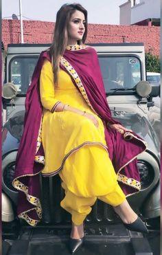 Salwar Suit Neck Designs, Latest Salwar Suit Designs, Kurta Designs Women, Kurti Designs Party Wear, Indian Ladies Dress, Dress Indian Style, Indian Dresses, Indian Wear, Punjabi Suits Designer Boutique