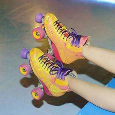 Los patins de Luna 3 temp. Roller Skate Wheels, Quad Roller Skates, Roller Rink, Roller Disco, Disney Channel, Rollers, Roller Derby Girls, Image Fun, Skater Girls