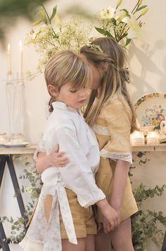 Teresa y Leticia. Ropa de niños. Primera Comunión