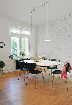 Arne Jacobsen Chair, Dining Room, Dining Table, Wood Table, Home Living Room, Building A House, Bedroom, Butterfly, Spaces