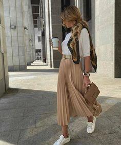Fall Fashion Outfits, Mode Outfits, Skirt Outfits, Modest Fashion, Look Fashion, Fall Fashions, 2000s Fashion, Fashion Styles, Street Fashion